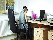Zoccola amatoriale scopa in ufficio