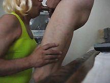 Pamela trav che fa un pompino