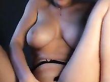 Biondona si masturba