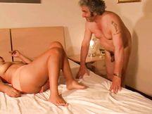 Maryelyn e Riccardo, si leccano il corpo con pompino e sperma finale