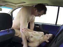 Troia lavora in auto