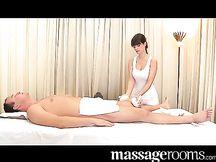 Bellissima massaggiatrice tettona