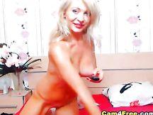 Girl bionda si masturba in webcam