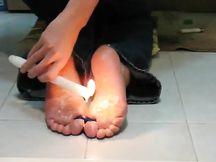 Cera calda sui piedini