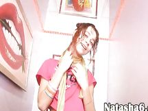 Natasha Kiss si masturba