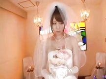 Giapponese scopata con l'abito da sposa