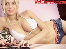 Calda babe amatoriale russa dalle tette perfette