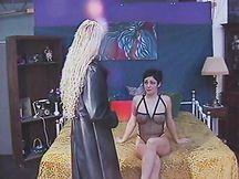 Troia lesbica adora essere sottomessa