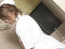 Infermiera asiatica in sexy lingerie bianca