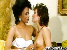 Sesso lesbo vintage interrazziale