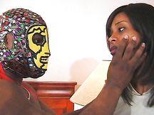 Calda ebony sborrata in faccia