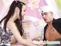 La piccola Amai Liu viene scopata