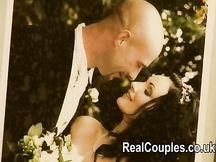 Coppia amatoriale sposata ripresa mentre scopa