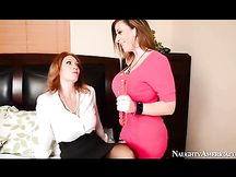 Sesso a tre con Charlee Chase e Sara Jay