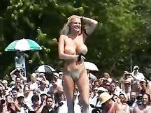 Competizione per modelle nudiste