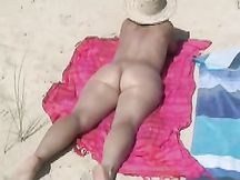La mia splendida moglie nuda in spiaggia