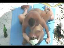 Coppia naturista savonese scopa sotto il sole