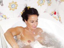 Adriana nella vasca idromassaggio