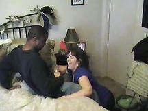Grassa moglie eccitata succhia il suo primo cazzo nero