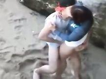 Studente scopa la sua ragazza sulla spiaggia