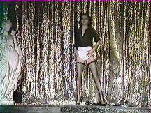 Tre uomini eccitati in uno strip club